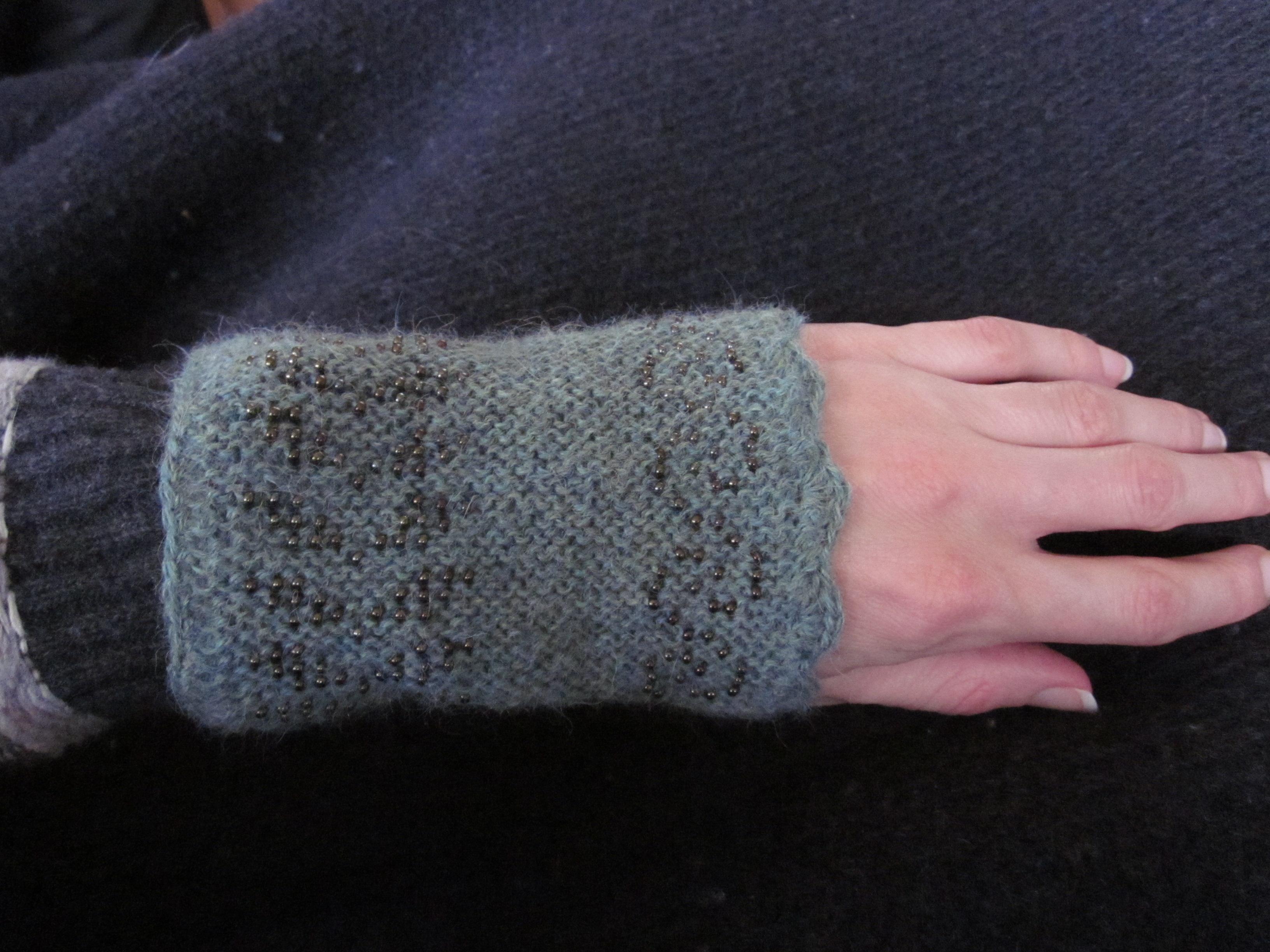 Her er det færdige resultat strikket i tyndt alpaca garn det er